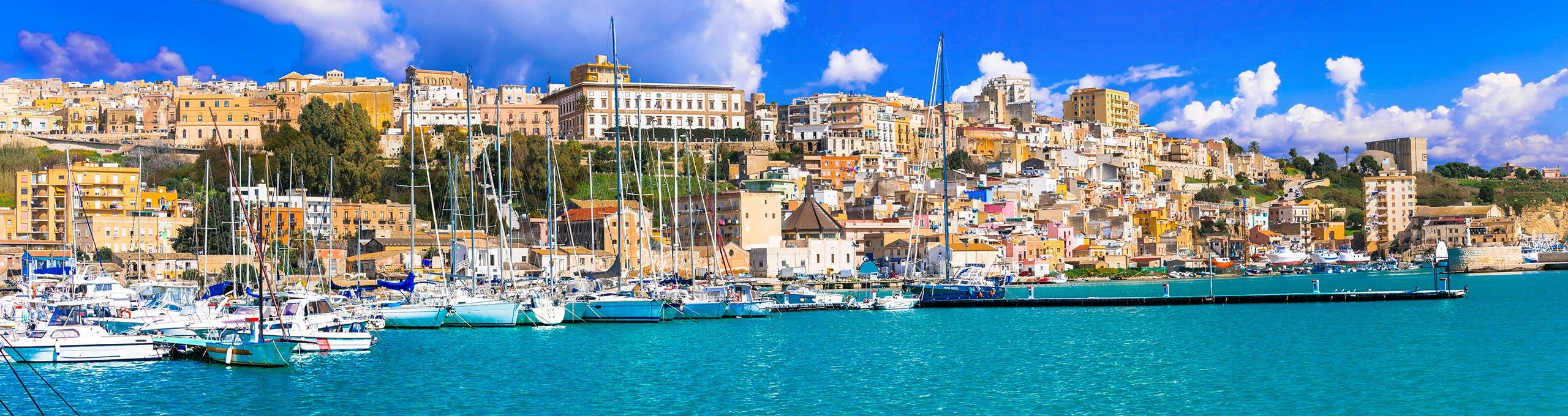 Sciacca, il porto si affaccia sul Canale di Sicilia