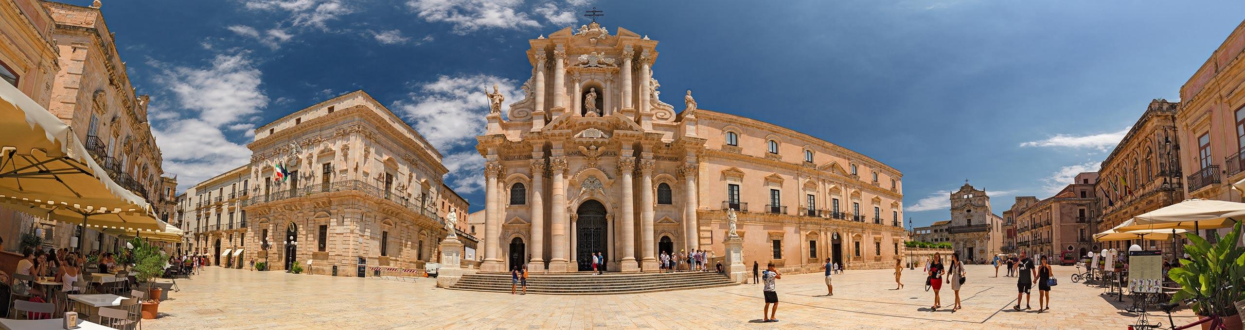 Isola di Ortigia, Piazza Duomo