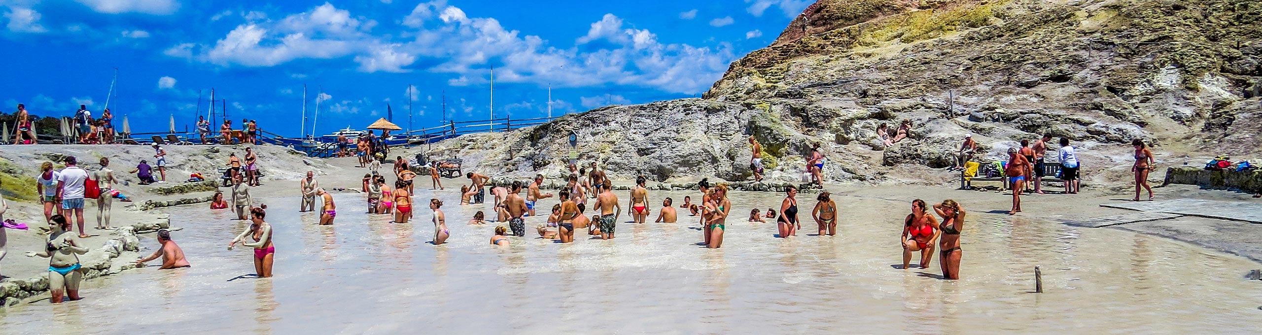 Bagni sulfurei nell'isola di Vulcano