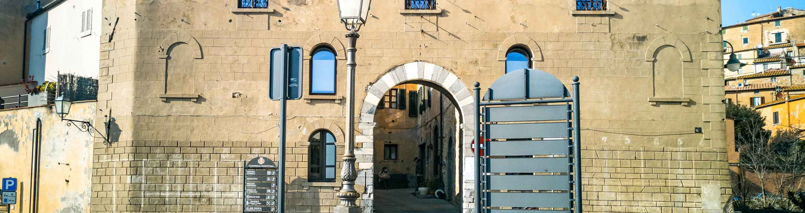 Porta Ribellino, entrata principale del Borgo Campiglia Marittima