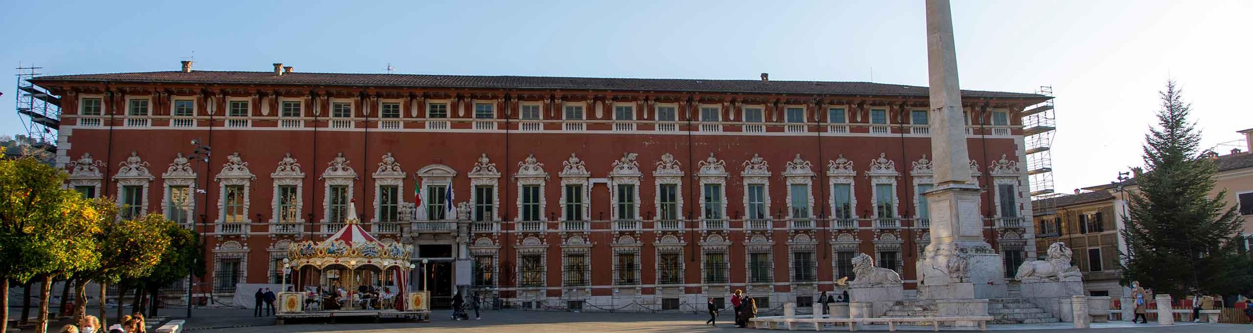 Palazzo Ducale, Piazza degli aranci