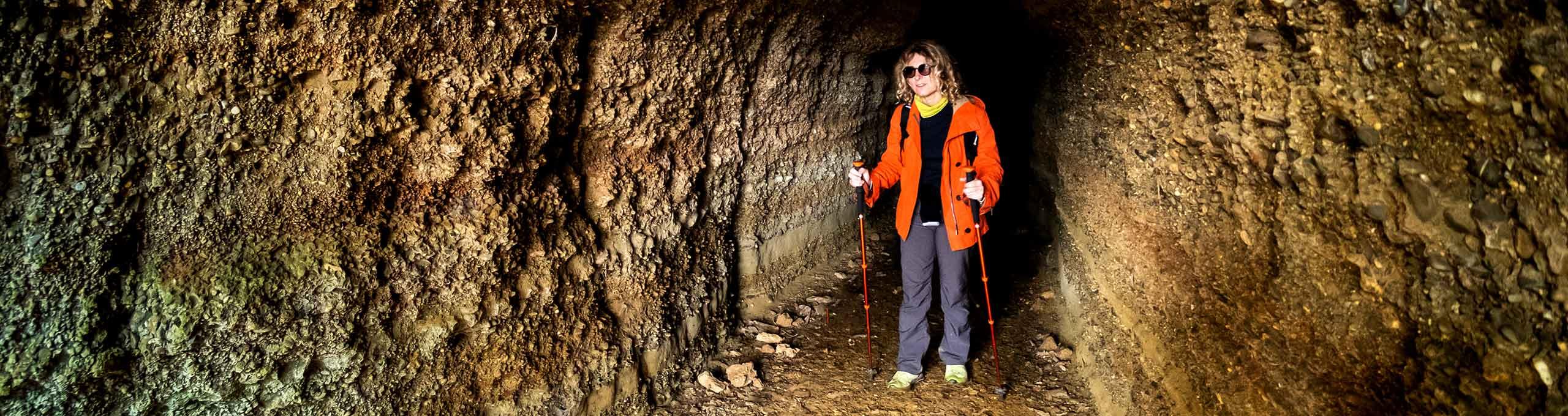 Trekking nelle grotte naturali del bosco di Montescudaio