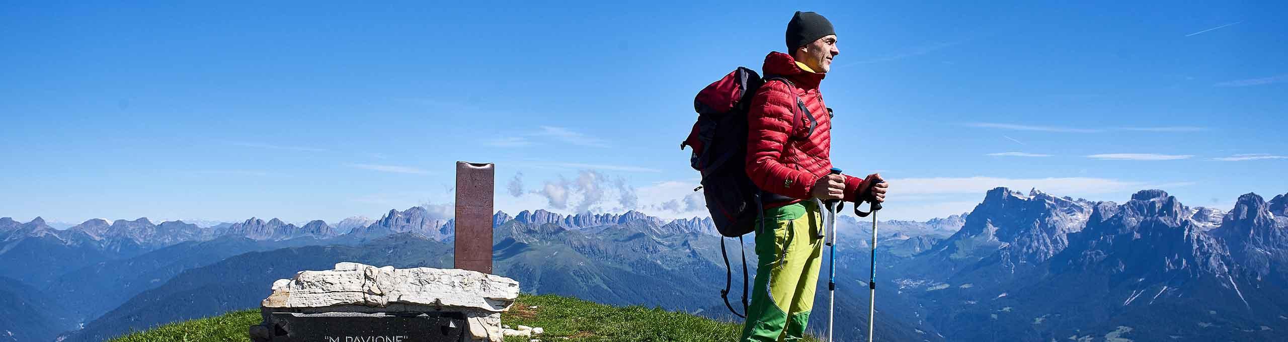 Escursionista sulla vetta del Monte Pavione