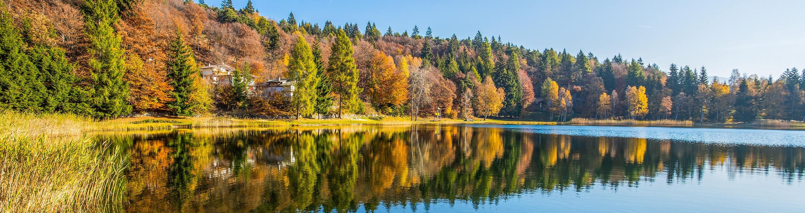 Lago Santo di Cembra, specchio d'acqua situato a 1200 m nell'omonima valle