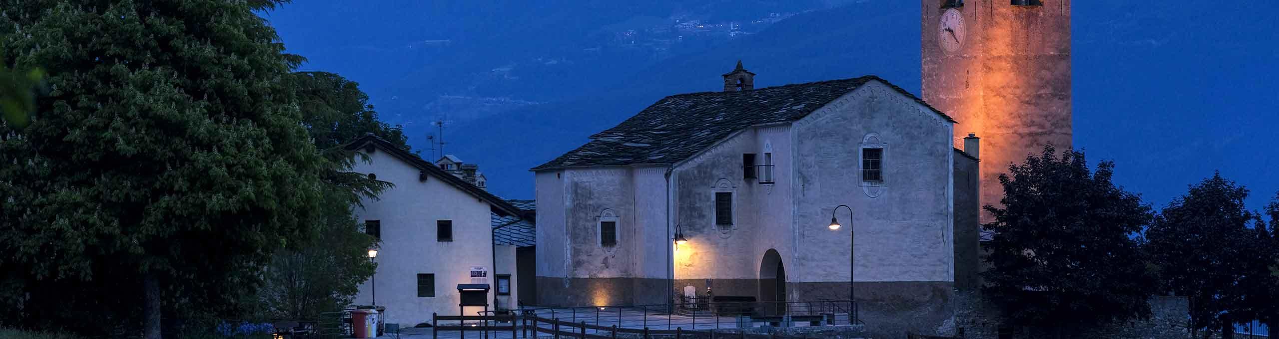 Vista notturna della chiesa di Saint Nicolas